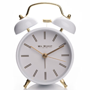 Dupla csengős analóg ébresztőóra fehér színben, arany kiegészítőkkel.