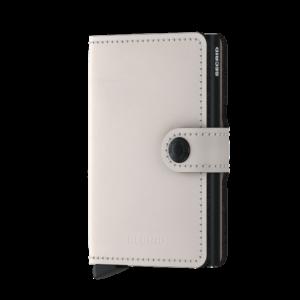 Secrid Miniwallet fehér színben, lágy tapintású, sima felületű marhabőrből.
